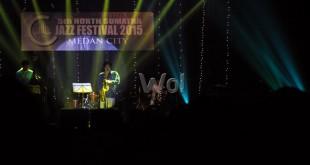 Grup musik jazz asal Korea Selatan Phill yoon and Group Showtime menunjukan permainan musik jazz di North Sumatra Jazz Festival 2015 di Medan, Sabtu (11/4). Festival musik jazz ini di adakan untuk yang kelima kalinya di kota Medan. (WOL Photo/Ega Ibra)