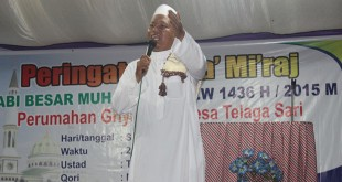 Foto bersama usai pelaksanaan Peringatan Isra' Mi'raj Nabi Muhammad SAW 1436 H di Komplek Perumahan Griya Firza Desa Telaga Sari Deliserdang, Sabtu (16/5) Malam. (Istimewa)