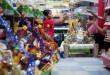 Pekerja menyelesaikan pembuatan parcel lebaran di salah satu swalayan, Medan, Rabu (8/7). Parcel menjadi salah satu pilihan warga untuk di berikan kepada kerabat atau keluarga menjelang lebaran. (WOL Photo/Ega Ibra)
