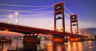 Beragam spot bisa ditemui di Jembatan Ampera (Foto: Anekatempatwisata)