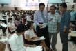 Direktur Polmed M Syahruddin ST MT melihat kelengkapan berkas ujian peserta Ujian Masuk Polmed Gelombang II di aula kampus, Senin (27/7). (WOL Photo)