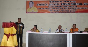 Wakil Ketua DPRD Sumut yang juga Ketua DPD Partai Hanura Sumut H Zulkifli Siregar MSc saat menyampaikan sambutan dalam acara temu ramah dengan masyarakat Padanglawas di Gedung Nasional Sibuhuan.