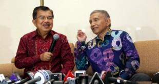 Wapres Jusuf Kalla dan Politisi senior PAN Amien Rais (foto: Okezone)