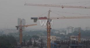 kabut asap menyelimuti bangunan di kota Medan, Rabu (2/9). Kabut asap kiriman dari Riau mulai menyelimuti kota Medan dan menyebabkan jarak pandang hanya 1,6 Km. (wol Photo/Ega Ibra)
