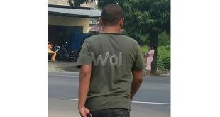 Anggota polisi, dianiaya preman karena masalah utang piutang dan terlihat menuju pulang ketika usai menjalani pemeriksaan di Mapolsekta Medan Sunggal, Sabtu (19/9)/WOL Photo/Gacok
