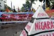 Massa yang tergabung dalam Komite Tani Menggugat Sumut menggelar aksi di depan kantor Gubernur Sumatera Utara, Medan, Kamis (1/10). Massa menuntut agar pemerintah mempercepat proses distribusi tanah eks HGU PTPN II. (WOL Photo/Ega Ibra)