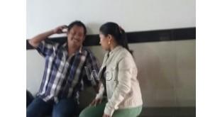 Fuji Alferiani (27) mahasiswi STIK-P Medan menjadi korban perampokan di Jalan Dr Mansyur didampingi teman prianya di Polsek Medan Sunggal.(WOL Photo/Gacok)