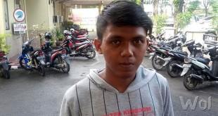 Afrizal Koto (16) pekerja Rumah Makan Riski Saiyo Padang membuat laporan pengaduan ke Polsekta Medan Sunggal. (WOL Photo/Gacok)