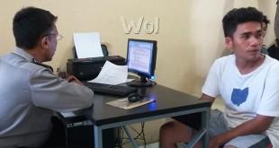 Teks gambar: Petugas SPKT Polsek Medan Baru, Aiptu R Ginting SH sedang menerima laporan pengaduan korban begal. (WOL Photo/gacok)