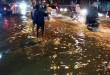 Jalan Gatot Subroto Medan banjir setinggi 50 cm meter dan puluhan sepeda motor mogok. Gambar diambil, Selasa (24/11) pukul 23:33 Wib.(WOL Photo/gacok).