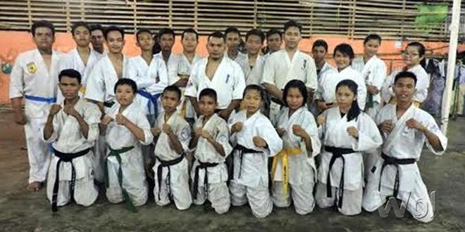 Atlet Perguruan Karate Kala Hitam Dojo Deli Tua diabadikan usai melaksanakan latihan kemarin.(WOL Photo)