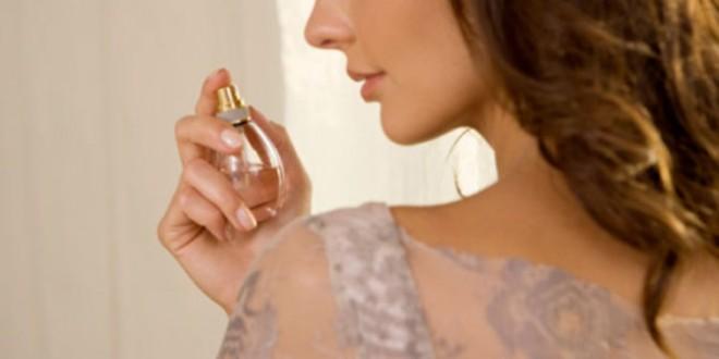 Image result for gambar orang memakai parfume