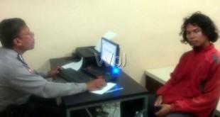 Abul Muamar SH alias Amar (27) wartawan Harian Tribune sedang membuat laporan pengaduan pencurian di Polsek Medan Baru. (WOL Photo/gacok)