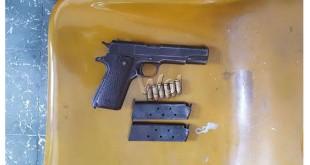 Senjata api pistol FN 45, dua buah magazine dan enam butir peluru disita petugas sebagai barang bukti (WOL Photo/Gacok)
