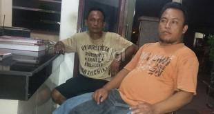 Poniran duduk sebelah kanan dan sopir mobil pick up, Hendra diperiksa SPKT Polsek Medan Sunggal. (WOL Photo/Gacok)