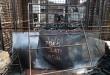 Warga melihat sisa puing dari ruko yang terbakar pada hari Minggu (24/4) malam di kawasan Pasar (Pajak) Melati, Medan, Senin (25/4). Belum diketahui penyebab kebakaran yang menghanguskan enam unit ruko tersebut. (WOL Photo/Ega Ibra)