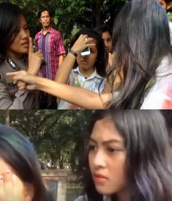 Tindakan arogan dari seorang siswi saat melanggar aturan lalu lintas bersama temannya, dia mengancam perwira Polantas. foto: Istimewa