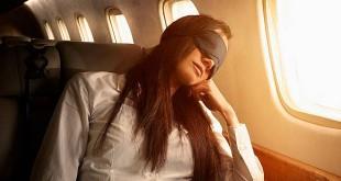 Resep nyaman tidur di pesawat (Foto: Huffingtonpost)