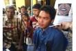 Bayu Oktaviyanto saat menanggapi wawancara juru warta di rumahnya. (Metrotvnews.com)