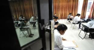 Sejumlah peserta menyelesaikan soal saat Seleksi Bersama Masuk Perguruan Tinggi Negeri (SBMPTN) 2016 di Medan, Selasa (31/5). Sebanyak 51.457 orang peserta mendaftar melalui Panitia Lokal (Panlok) untuk mengikuti SBMPTN 2016. (WOL Photo/Ega Ibra)