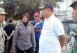 Wakil Wali Kota Medan, Ahyar Nasution (baju putih) memberikan arahan kepada muspika Kecamatan Medan Petisah sebelum gotong royong di perkuburan muslim dimulai. (WOL Photo/Gacok)