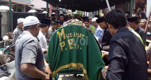 Pelepasan jenazah  almarhumah Hj Nuraini Lubis, mantan Dekan FKIP Universitas Muhammadiyah Sumatera Utara (UMSU). (WOL Photo/Eko Tarore)