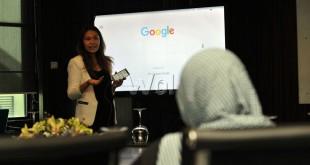 Product Communications Google Indonesia, Putri Silalahi menjelaskan tentang pengembangan teknologi terbaru yang dimiliki oleh Google, Medan, Kamis (16/6). Google memperkenalkan beberapa pengembangan teknologi terbaru miliknya diantaranya pengembangan teknologi penelusuran dengan suara untuk mengerti aksen dan bahasa tidak baku. (WOL Photo/Ega Ibra)