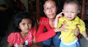 IRT bersama dua anaknya, warga Palembang terpaksa nginap di Polsek Medan Sunggal.(WOL. Photo/gacok).