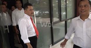 Direktur Reserse Narkoba Polda Sumut, Kombes Edi Iswanto, tampak mengenakan dasi, marah sambil mengusir wartawan.(WOL Photo)