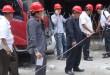 Sejumlah anggota DPRD Medan menyaksikan pengukuran pelanggaran roilen pembangunan gedung Podomoro.(foto: muhammad rizki)