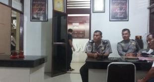 Warga Jalan Setiabudi, sikat 3 ekor ayam siam diadukan ke polisi.(WOL. Photo/gacok)