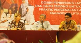 Rektor Universitas Negeri Yogyakarta (UNY), Prof Dr Rachmat Wahab mengatakan , seorang guru bukan hanya dituntut mampu mengajar tapi juga harus bisa mengintegrasikan antara otak dan hati. USAID PRIORITAS memfasilitas pelatihan nasional PPL bagi 16 LPTK di Yogjakarta. (Istimewa)