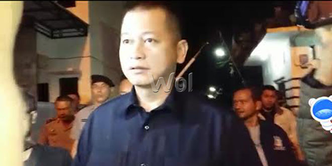 Kapolresta Medan, Kombes Pol Mardiaz Kusin Dwihananto, masuk ke rumah penampungan TKI ilegal.(WOL Photo/M. Rizki)