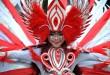 """Peserta karnaval memakai pakaian hias saat mengikuti """"Karnaval Budaya dan Kendaraan Antik"""" di Lapangan Merdeka, Medan, Sabtu (27/8). Karnaval tersebut diisi oleh kesenian multi etnis dan juga pawai kendaraan antik. (WOL Photo/Ega Ibra)"""