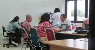 Tim BPK RI sedang melakukan introgasi kepada sekretaris BPBD Karo. WOL Photo