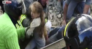 Bocah 10 tahun selamat dari gempa (Foto: Daily Mail)