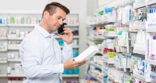 Mengecek kualitas obat palsu atau tidak (Foto: Shutterstock)