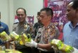 Kapolres Lhokseumawe, AKBP Hendri Budiman (tengah) Menunjukkan Barang Bukti Sabu Seberat 41 Kilogram. (WOL Photo/Chairul Sya'ban)