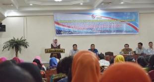 Kepala Dinas Pendidikan Pemuda dan Olahraga Kabupaten Deli Serdang Dra. Wastianna Harahap memberikan kata sambutan dalam pelatihan guru-guru tingkat SMP dengan modul USAID Prioritas. (Istimewa)