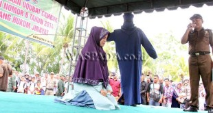 Pelanggar Syariat Islam di Pidie Kena Cambuk. (WOL Photo)