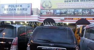 Korban perampokan buat pengaduan di SPKT Polsek Medan Baru. (WOL Photo/Gacok)