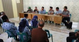 Wali Kota Binjai Idaham beserta unsur-unsur Muspida berdialog dengan tokoh-tokoh masyarakat Lingkungan IV Kelurahan Jati Makmur Binjai Utara. (WOL Photo)