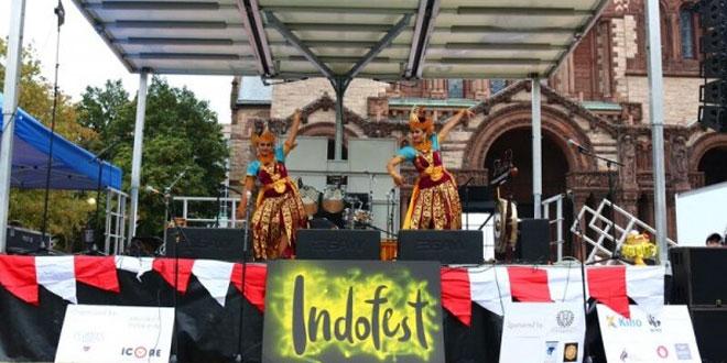 Salah satu petunjukan tari di acara New England Indonesian Festival (NEIF) 2016 yang digelar di Copley Square, Boston, Amerika Serikat