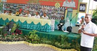 Camat Medan Amplas, Zulfacri Ahmadi, saat memaparkan kondisi wilayahnya kepada tim penilai dari Pemprovsu, Rabu (26/10). (WOL Photo)