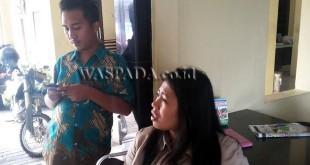 Tresia Br Sihombing, korban perampokan akui minta tablet dikembalikan dan diberikan hadiah Rp1 juta. (WOL Photo/Gacok)