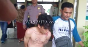 Petugas Reskrim dan Sabhara Polsek Medan Sunggal boyong tersangka ke komando. (WOL Photo/Gacok)