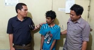 Petugas Juru Periksa Reskrim Polsek Medan Sunggal usai interogasi tersangka pencurian sepeda motor. (WOL Photo/Gacok)