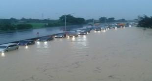 Banjir di Tol Cikampek. (Foto: PT Jasa Marga)