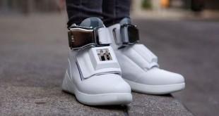 Sepatu yang miliki jaringan internet wifi (foto: fhm)