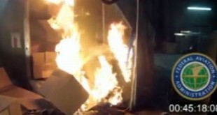 Kebakaran di Kabin Pesawat Akibat Baterai Lithium (foto: FAA via AP)